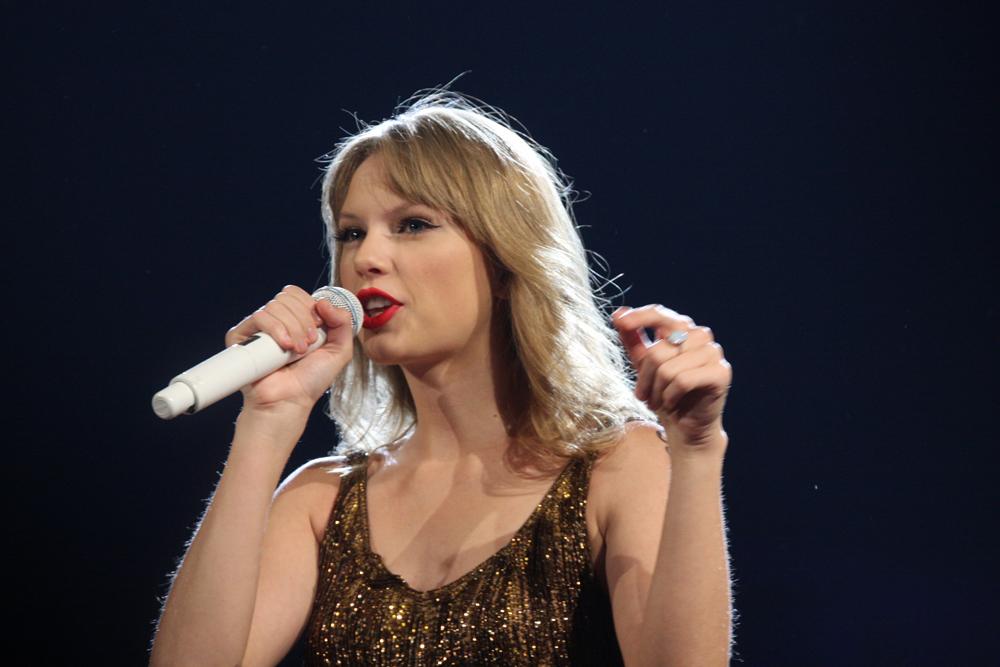 Против диджея домогателя сама Taylor Swift
